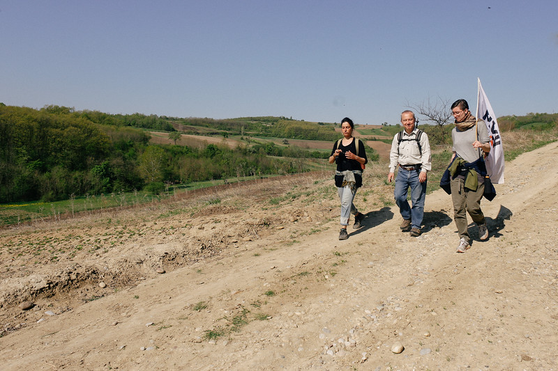 Ismahan, Thomas and Hanna marching towards Zitkovac.
