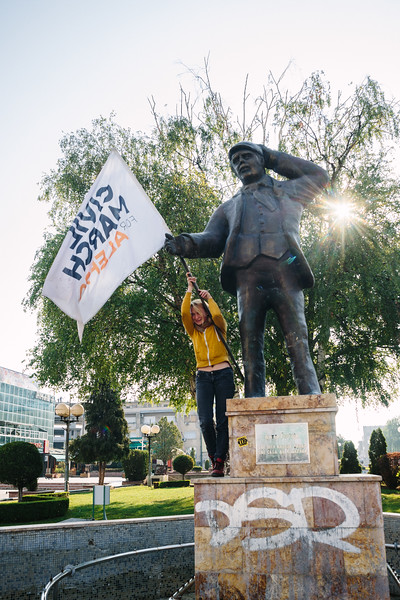 Anna, founder of the march, posing to a picture with a monument on the market square.