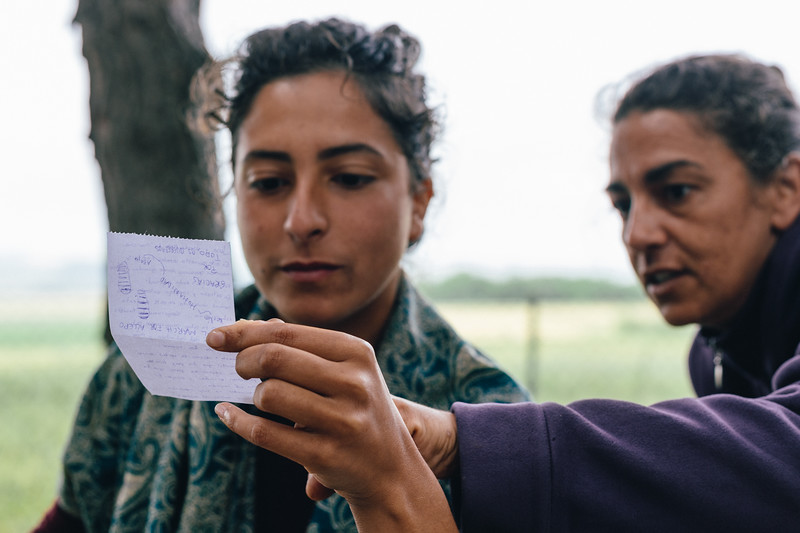Ismahan (France) and Malika (France) reading a goodbye message from Jordi (Spain), who left the march and headed to Turkey.