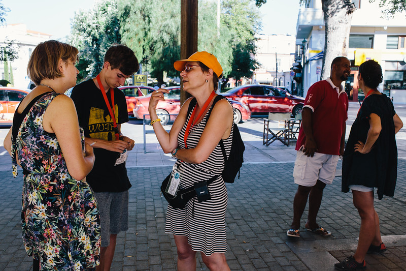 Wiktoria speaking with NGOs members during the CMFA event at the Chios main squre.
