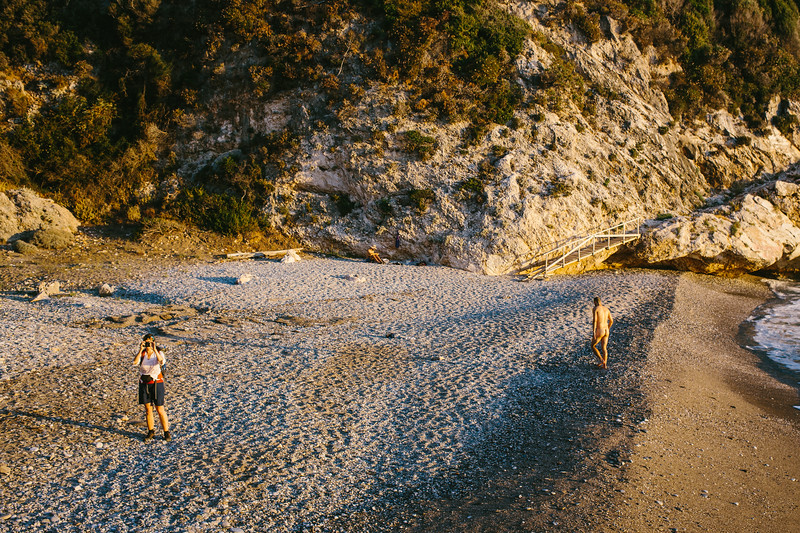 Mikro Seitani is a beautiful little beach among cliffs and rock with clean and blue water. It is isolated and requires an effort to reach it.