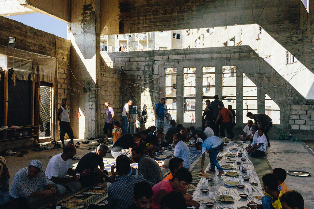Civil March for Aleppo team was invited to a traditional Syrian dinner that took place in the mosque, in the Ouzai.