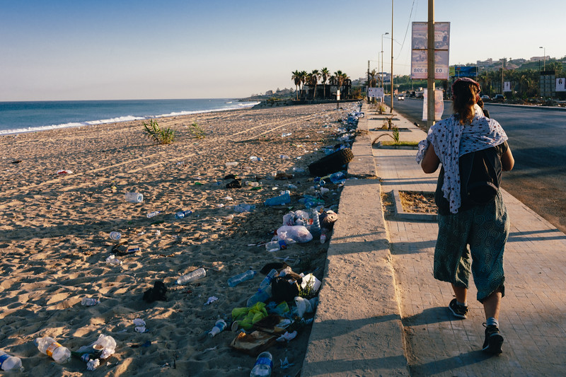 Lisa (Switzerland) marching along the Lebanese coastline. <br /> <br /> Waste management has long been a politically explosive problem in Lebanon. In summer 2015 the government suspended trash collection, causing street protests in Beirut. Authorities said they had solved the issue in March 2016. In fact, contractors were simply shifting the trash - some of it toxic - to coastal dumps. By 2016, an estimated 2 million metric tons of waste sat on the shore. /DW