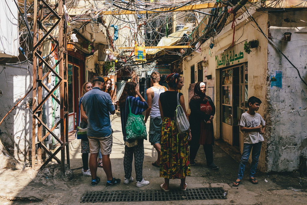 The CMFA group is waiting to join. Although the district seemed to be perfectly safe, its easy to get lost in the labirynth of narrow streets.
