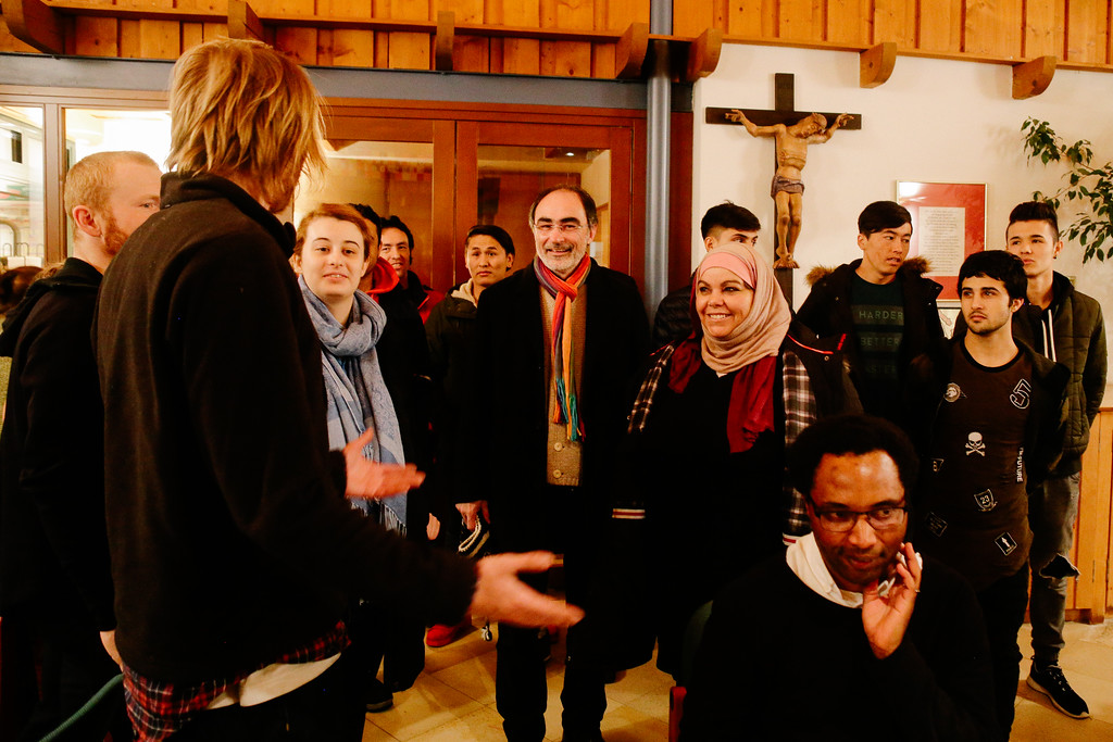 Warm welcome by the local community in Mistelbach, Austria.