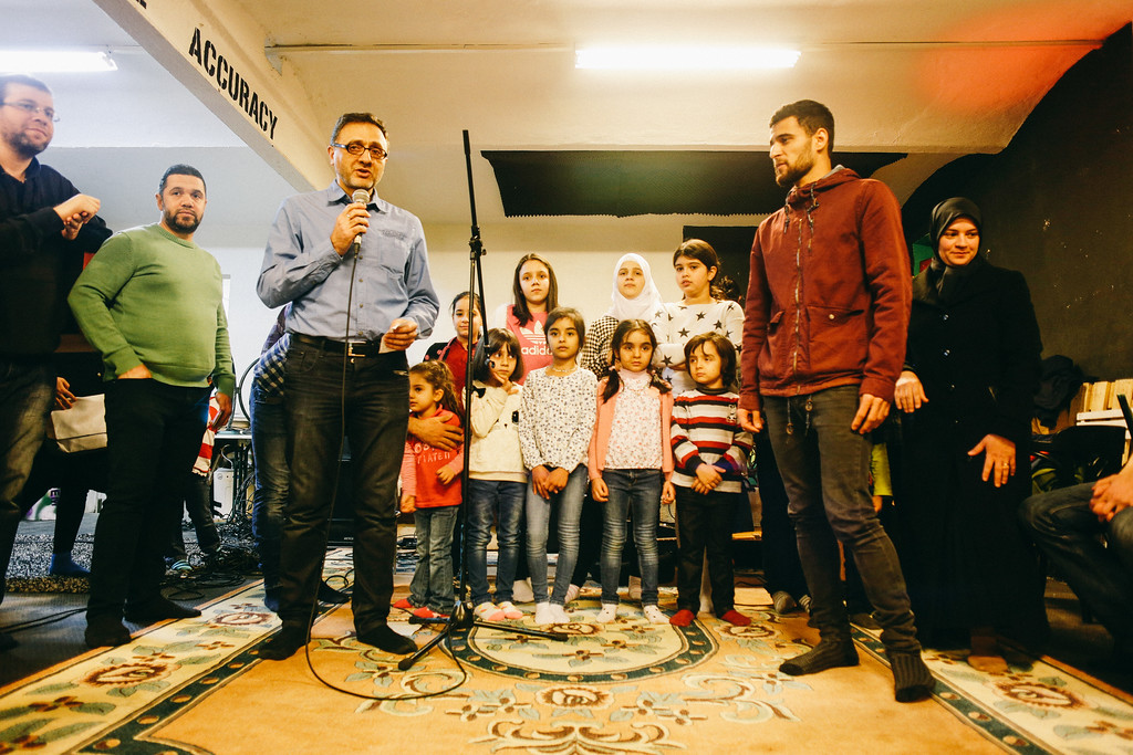 The representative of Syrian community welocmes and invites to a children's performance.