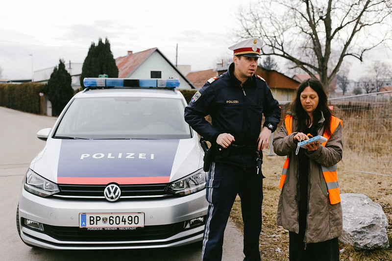 Anka (Poland), the navigator consult the route with local policeman.