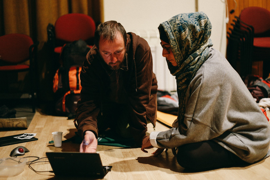Ryszard (Poland) and Ismahan (France). Ryszard, who at some point couldn't afford to cover financing his food during the march launched a crowdfunding campaing. He was consulting with Ismahan some details of this action.