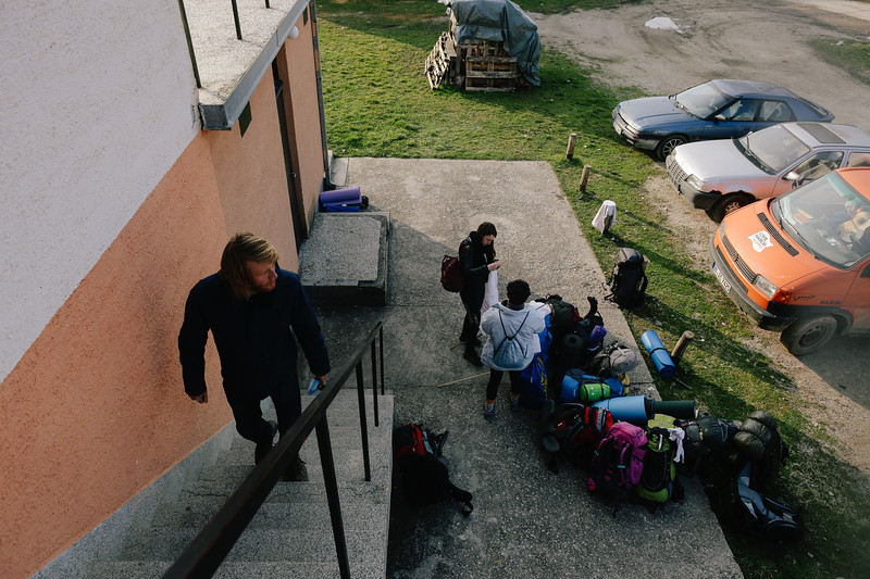 The group prepares to move out, Piskavica, Bosnia and Herzegovina.