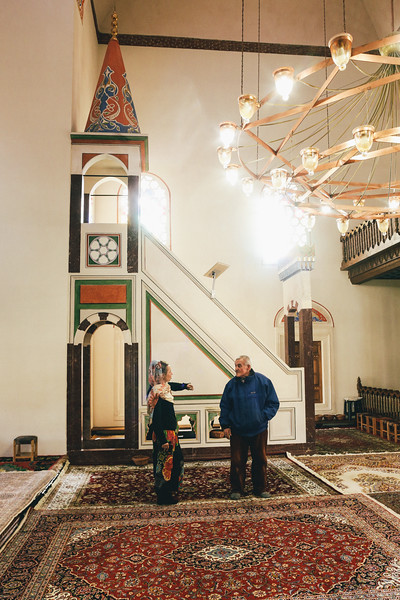 Helena visiting famous Banja Luka mosque. It was damadged during the war and rebuilded after.