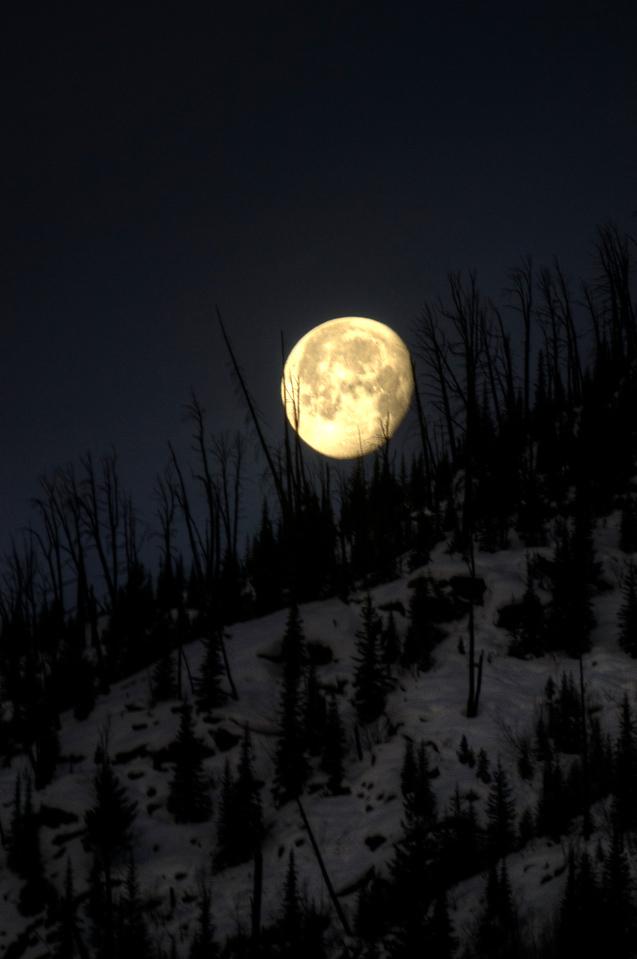 Moonset over Besser Chutes