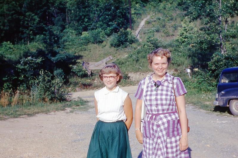 1953 - Marian & Phyllis Beck
