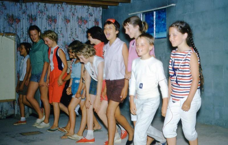 1961 - Stunt time - Camp