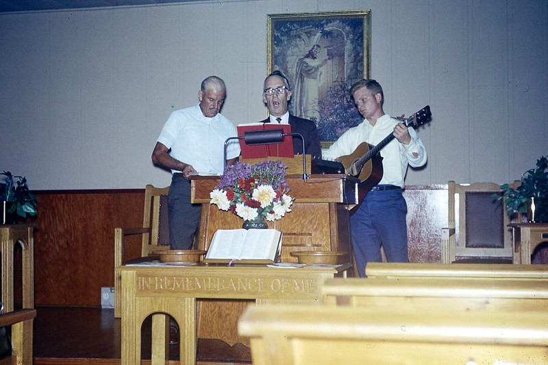 1970 Glen, Reubuiten, David, Singing at church