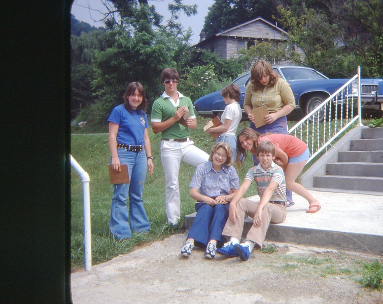 1978 group photo on steps at Wallens Creek