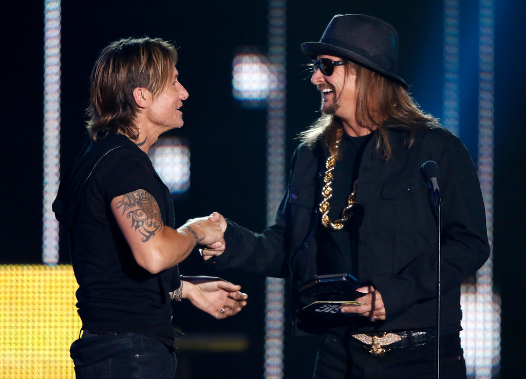 . Kid Rock, right, presents the award for video of the year to Keith Urban at the CMT Music Awards at Music City Center on Wednesday, June 7, 2017, in Nashville, Tenn. (Photo by Wade Payne/Invision/AP)