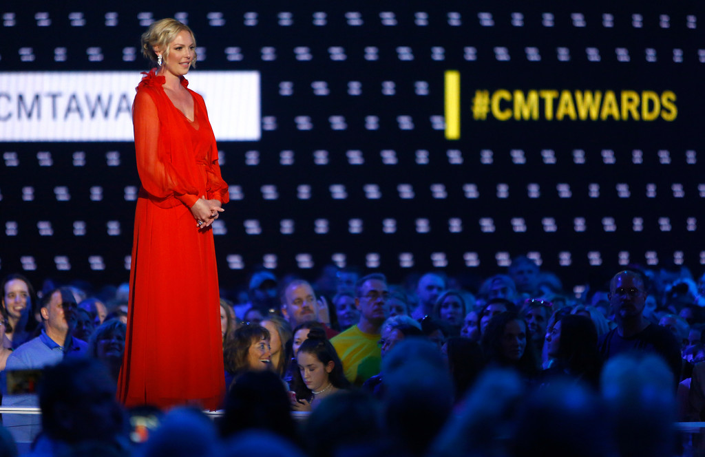 . Katherine Heigl presents the award for male video of the year at the CMT Music Awards at Music City Center on Wednesday, June 7, 2017, in Nashville, Tenn. (Photo by Wade Payne/Invision/AP)