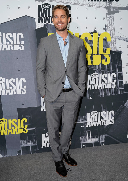 . Brett Young arrives at the CMT Music Awards at Music City Center on Wednesday, June 7, 2017, in Nashville, Tenn. (Photo by Sanford Myers/Invision/AP)