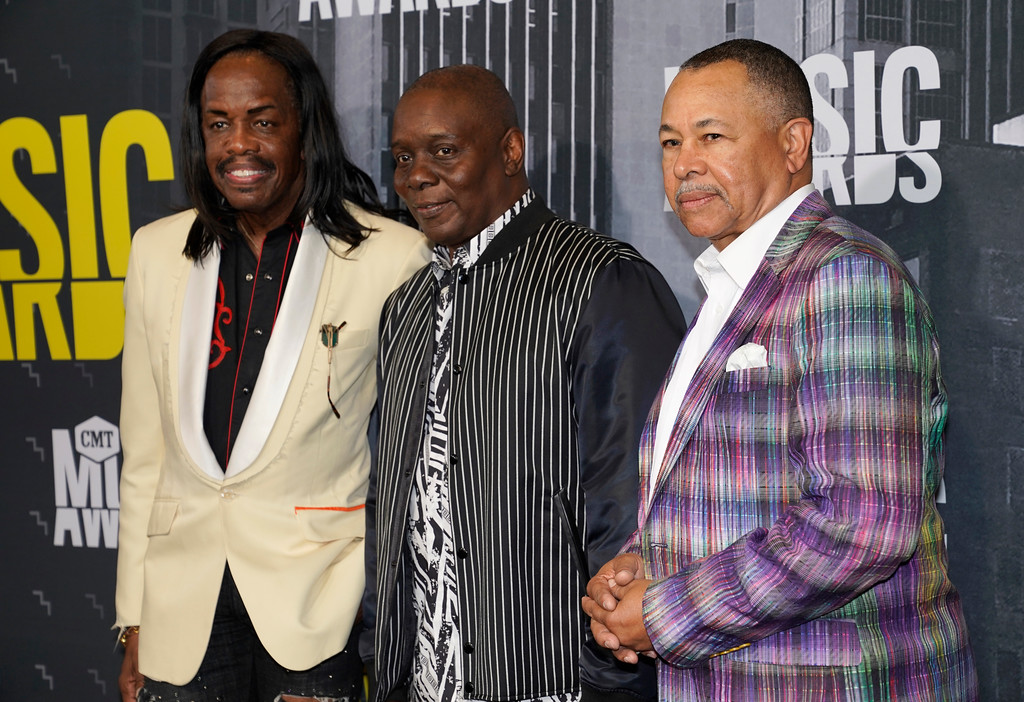. Verdine White, from left, Philip Bailey Jr., and Ralph Johnson, of Earth, Wind & Fire, arrive at the CMT Music Awards at Music City Center on Wednesday, June 7, 2017, in Nashville, Tenn. (Photo by Sanford Myers/Invision/AP)