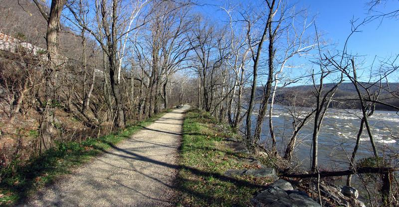 Potomac running high near Lock 32