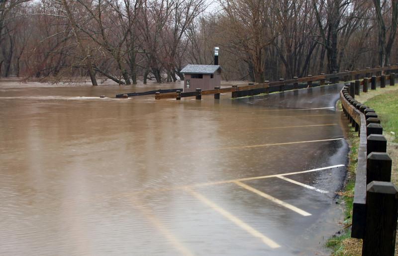 01 Rising Potomac at Brunswick boat ramp