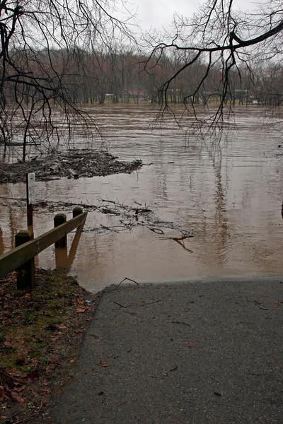60 Flooding at Dargans Bend boat ramp