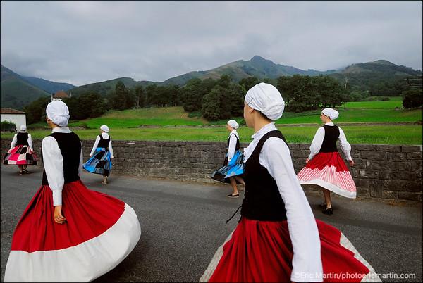 Departementale du Bonheur. Pays Basque Les Fêtes du Village de Saint-Etienne-de-Baïgorry