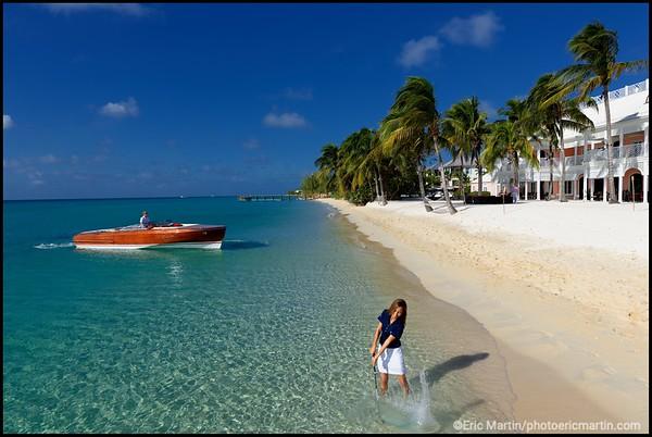 BAHAMAS GOLF. ILE DE NEW PROVIDENCE. ALBANY RESORT AND GOLF. La plage devant l'ancienne maison de Jean Chalopin, créateur et scénariste français de dessins animés des années 80 (Inspecteur Gadget, Les Mystérieuses Cités d'Or…) et lieu de tournage d' un James Bond ( Casino Royale)