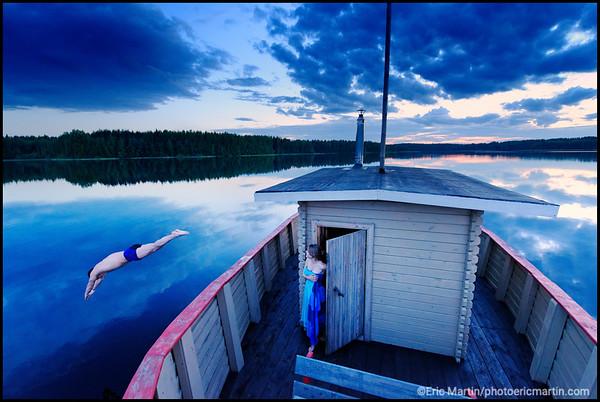 SOURCE DE LA VOLGA. RUSSIE. VALDAY (VALDAÏ). Hôtel Valday Eco-club. Bain de minuit (nuit blanche) dans le lac Boroye. Un des nombreux lacs du plateau de Valday où la Volga prend sa source.