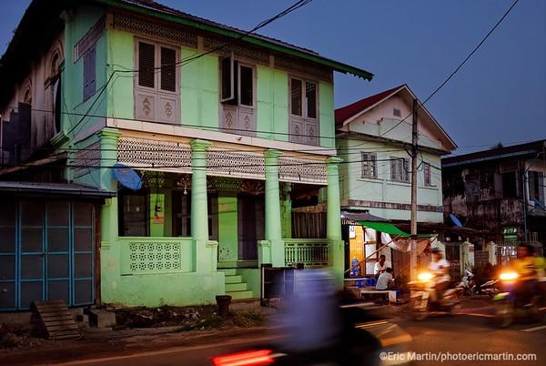 BIRMANIE. Mawlamyine l'ancienne capitale de la Birmanie lorsque les Anglais administraient le pays. Ici l'une des plus anciennes maisons coloniales de la ville