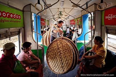 BIRMANIE. RANGOON OU YANGON. Le train circulaire