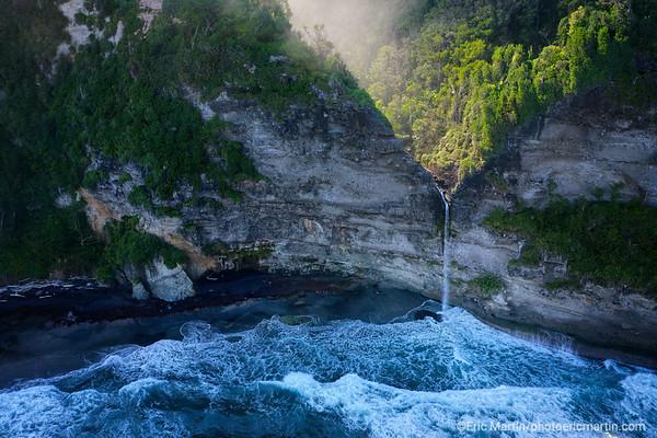 ILE DE LA DOMINIQUE. La plage et la cascade de Wavine Cyrique