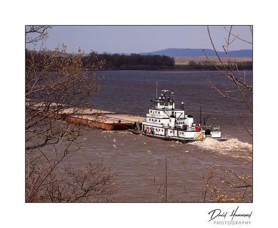 Barge traffic on Mississippi
