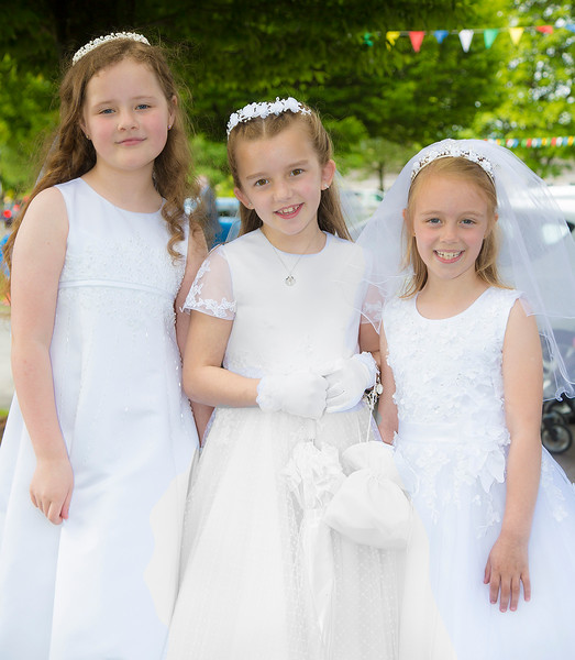 EEEjob 27/05/2017 First Communion at Christ of our Light Church, Ballincollig . Pictured,  l-r Lauren O'Leary, Millie Howard and Deirdre O'Mahoney from Ballincollig after receiving their first communions at Christ of Our Light Church, Ballincollig on Saturday.  Picture: Andy Jay