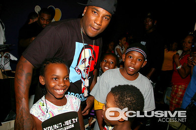 YOUNG JEEZY GIVES BACK SCHOOL SUPPLIES, SHOES AND BOWLING W/THE KIDS (ATLANTA,GA)