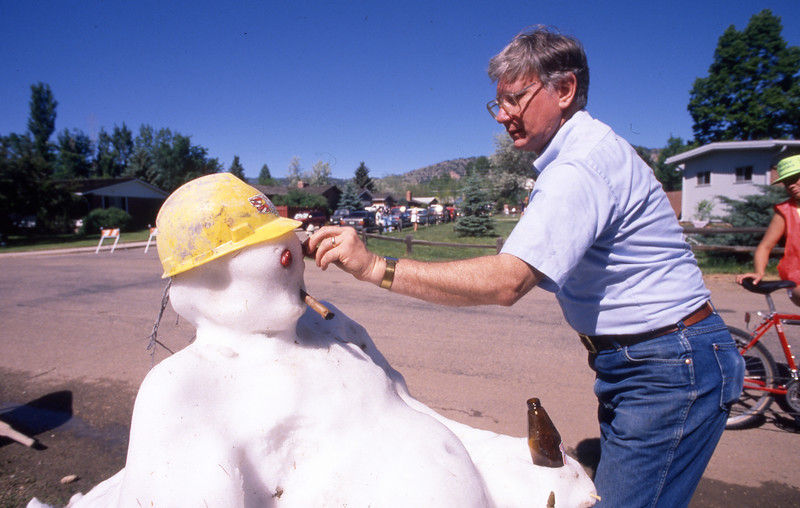 Dick Montague makes a couch potato snowman for the 1989 Bolder Boulder.