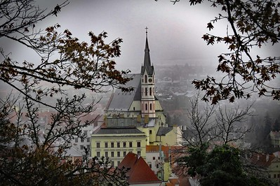 DIGITAL-COLOR-LEVEL 2-GOLD-MISTY MORNING IN CSECHY KRUMLOV-BARBARA KLIMCZAK