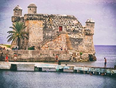 DIGITAL-COLOR-INTERMEDIATE-GOLD-PLAYING IN COJIMAR, CUBA-BARBARA KLIMCZAK