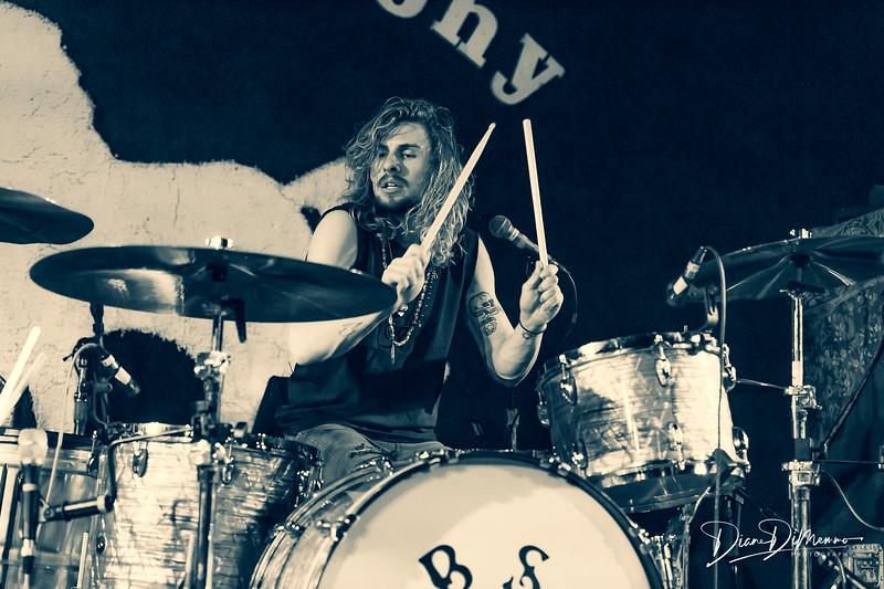 Tyler Bryant & The Shakedown