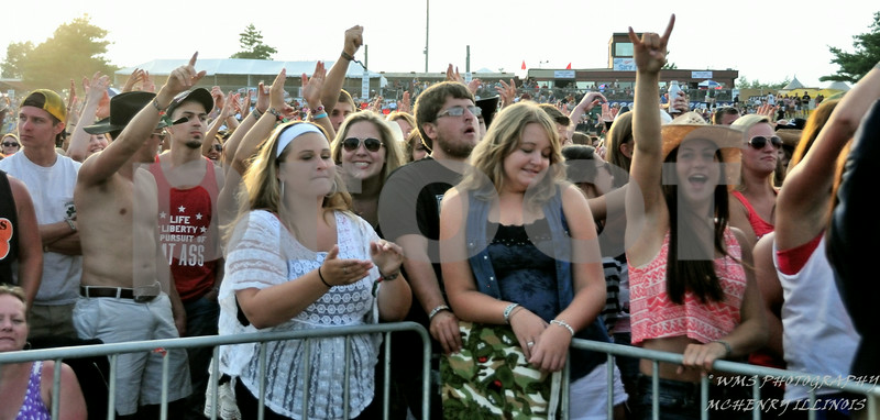 CROWD SHOTS @ COUNTRY THUNDER 2014