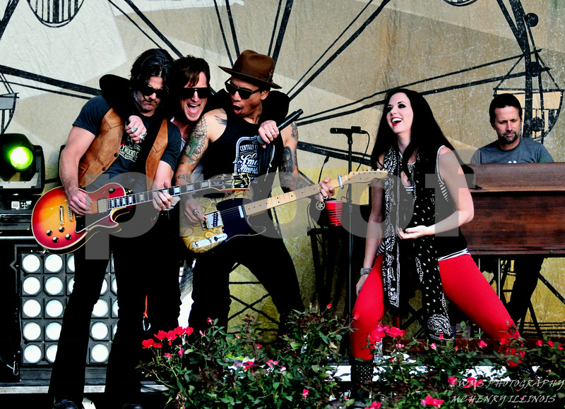 THOMPSON SQUARE @ COUNTRY THUNDER 2014