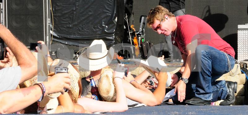 CRAIG MORGAN @ COUNTRY THUNDER 2011 TWIN LAKES WISCONSIN