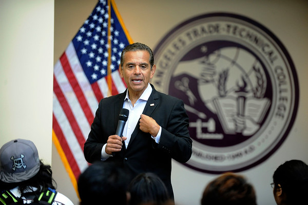 CONGRESSWOMAN KAREN BASS SUPPORTS ANTONIO VILLARIAGOSA'S BID FOR GOVERNOR OF THE STATE OF CALIFORNIA ON THE CAMPUS OF OS ANGELES TRADE TECHNICAL COLLEGE ON AUGUST 29, 2017. PHOTOS BY VALERIE GOODLOE