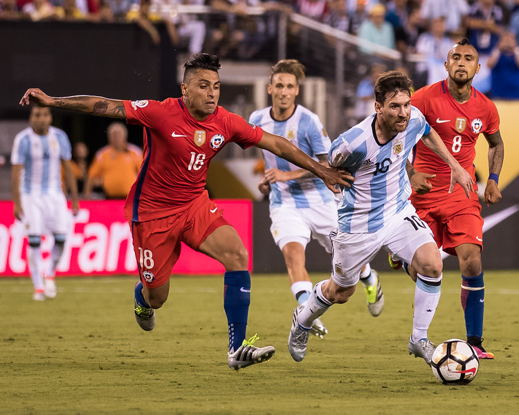 Lionel Messi, Gonzalo Jara