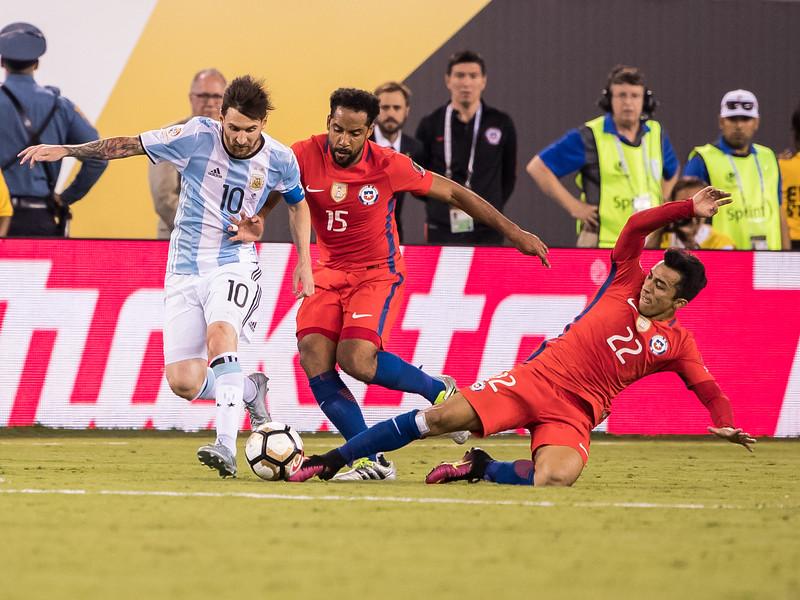 Lionel Messi, Jean Beausejour, Edson Puch
