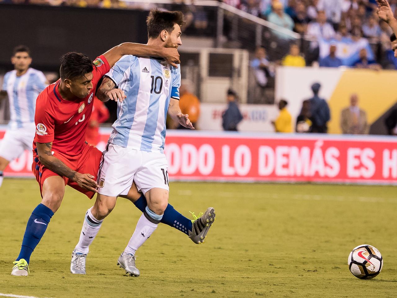 Gonzalo Jara, Lionel Messi