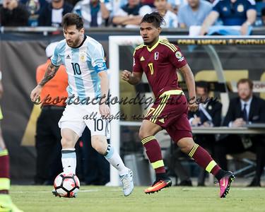 Josef Martinez, Lionel Messi