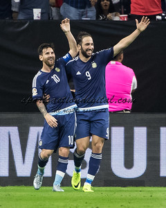 Lionel Messi, Gonzalo Higuain