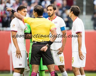 Costa Rica players argue with the referee