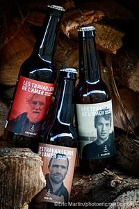 """FRANCE. COTENTIN. Bières de la brasserie artisanale bio """"Les Travailleurs de L'Amer"""". Elles ont fabriquées avec du malt de la Manche. Les drêches sont distribuées aux vaches Galloway élevées intégralement en plein air dans les landes de Vauville. Les étiquettes rendent hommage à de vrais loups de mer du coin."""
